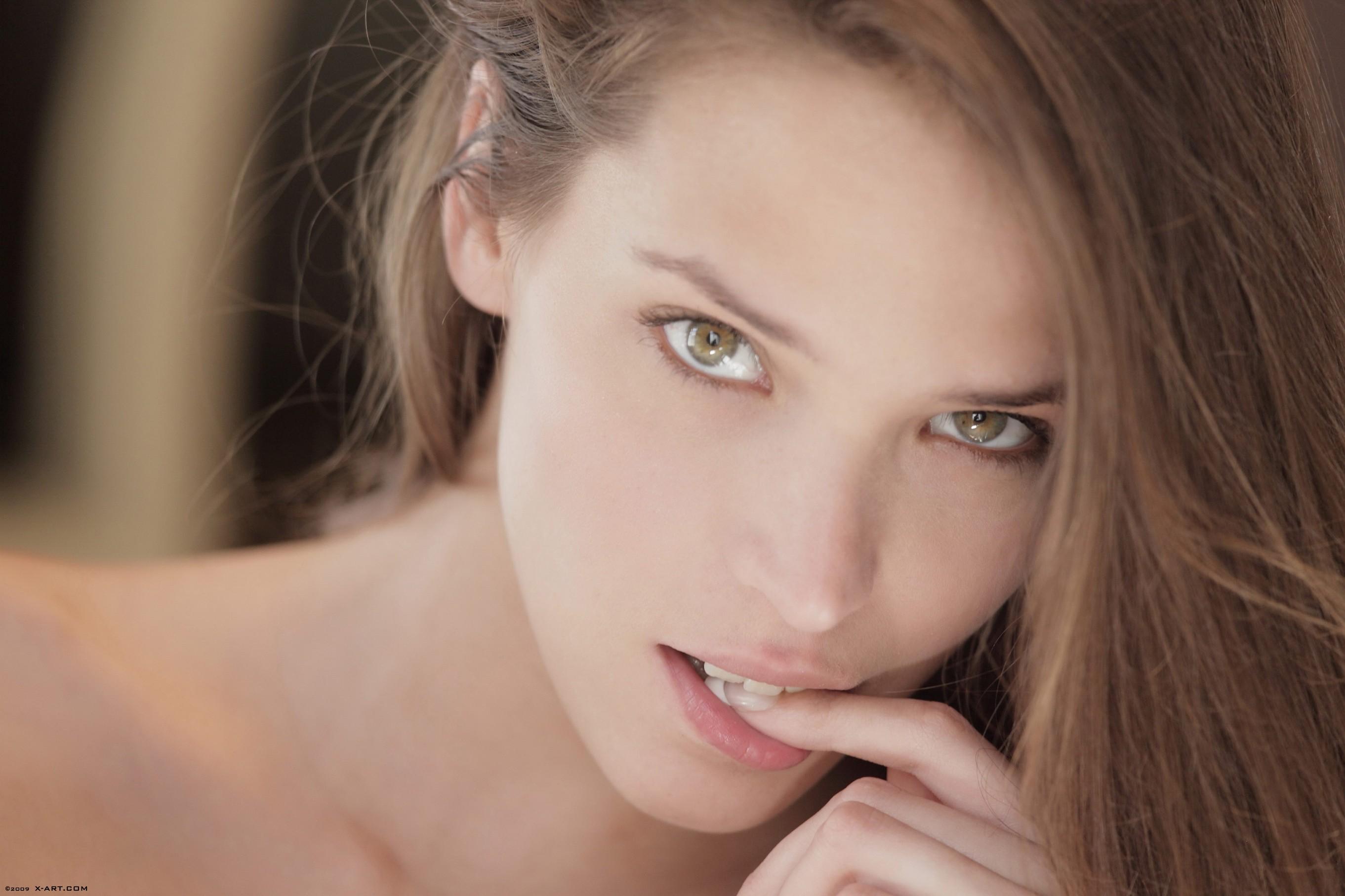 Симпатичная девочка кончает 8 фотография